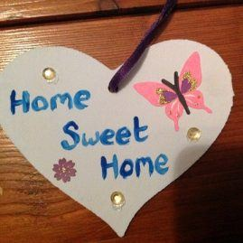 Pretty, hand-decorated, hanging wooden heart – Home Sweet Home
