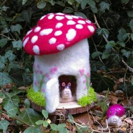 Happy Snail House – Pretty Needlefelt Miniature Decorated Toadstool